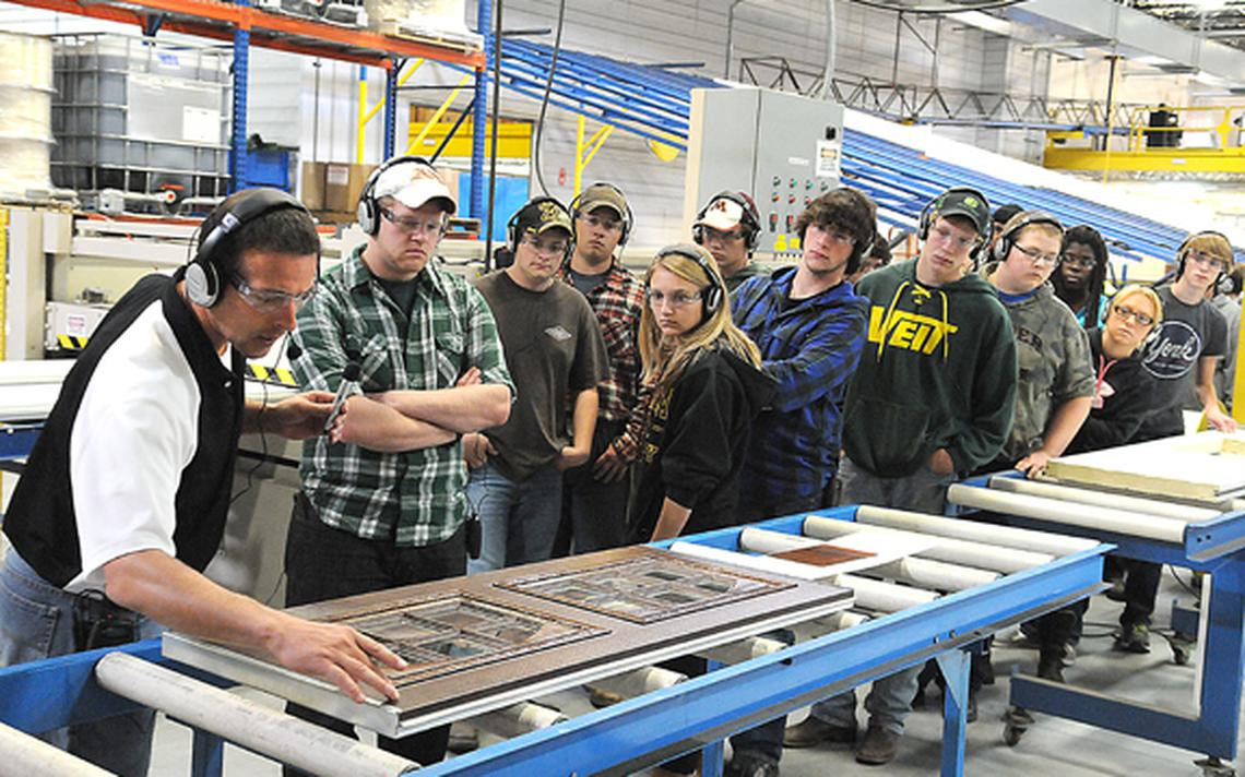 Students on Statewide Tour Of Manufacturing tour
